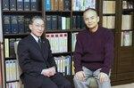 青木先生(左)と俳優の秋野氏